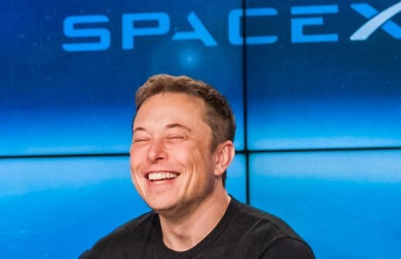 Elon Musk is raising half a billion in cash for SpaceX — and there are 3 epic projects he may spend it on