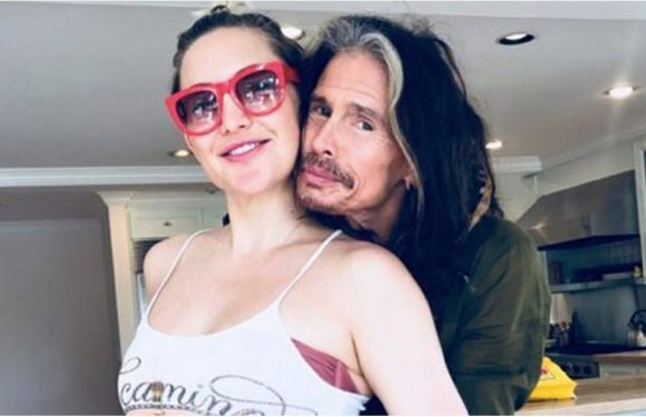 "Kate Hudson's Baby Bump ""Got Some Good Hugs"" From Steven Tyler in This Sweet Photo"