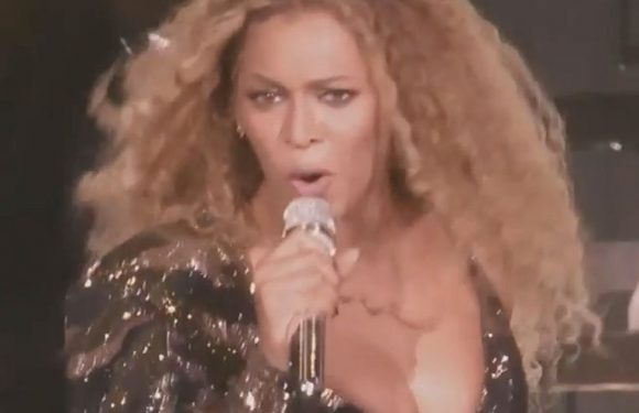 Beyonce's Coachella wardrobe malfunction as she struggles to control her boobs