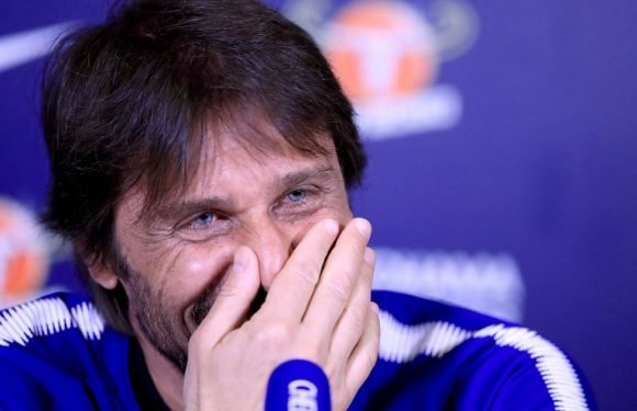 Conte left red-faced when his wife calls him during press conference