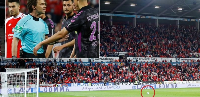 VAR chaos in Germany as ref calls for half-time before dragging players back out