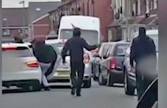 Gang armed with crow bars and wheel locks chase down and batter victim in street