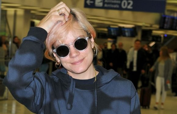 Lily Allen 'to detail mid-air romp with married rocker' in tell-all book