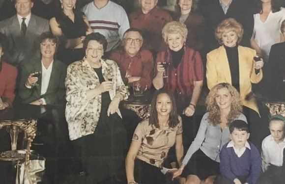Try to name the Corrie legends in this amazing throwback snap from 18 years ago