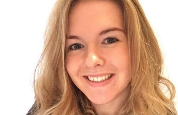 Nursing student, 19, makes devastating discovery after struggling to read texts