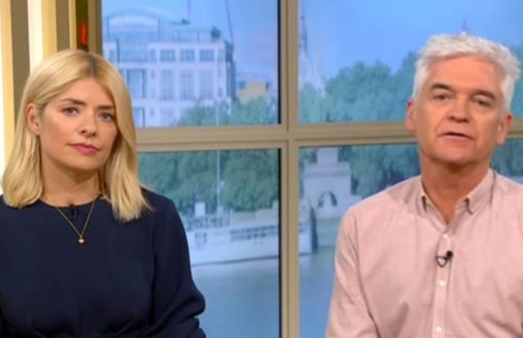This Morning fans say Holly Willoughby and Phil Schofield 'gloss over' Ant crash