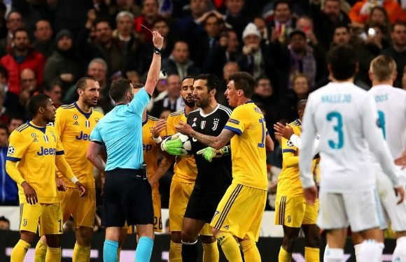 """Michael Oliver hailed for showing """"courage"""" in Real Madrid penalty award"""