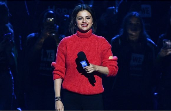 Thanks to Her Sweater, You Can Feel Selena Gomez's Presence Right Through Your Computer Screen