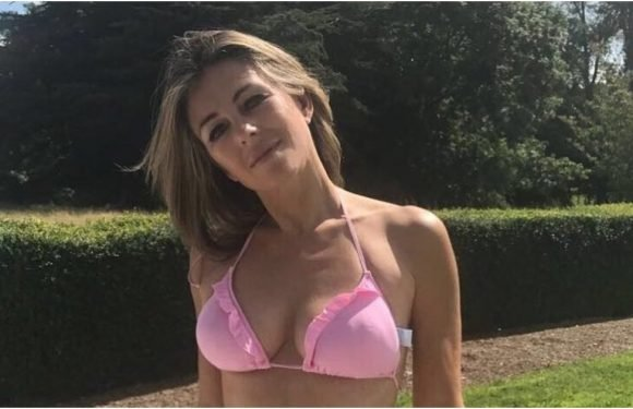 Elizabeth Hurley's Bikinigrams Are So Sexy, They'll Make Your Heart Beat a Little Faster