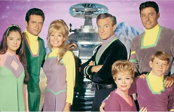 Before You Dive Into the Lost in Space Reboot, Check Out the Original Cast