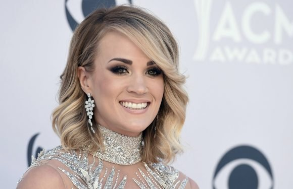 Carrie Underwood Posts First Close-Up Facial Photo Since 'Gruesome' Accident