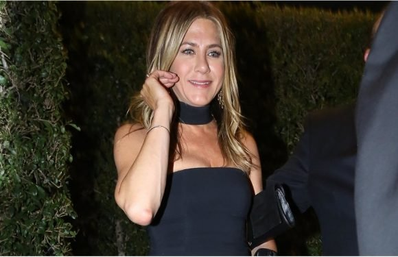 We Need a Second to Catch Our Breath After Looking at Jennifer Aniston's Sexy Black Gown