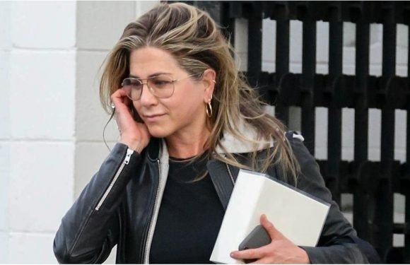 Jennifer Aniston Just Wore Grandpa Glasses, and Boy Does She Look Sexy