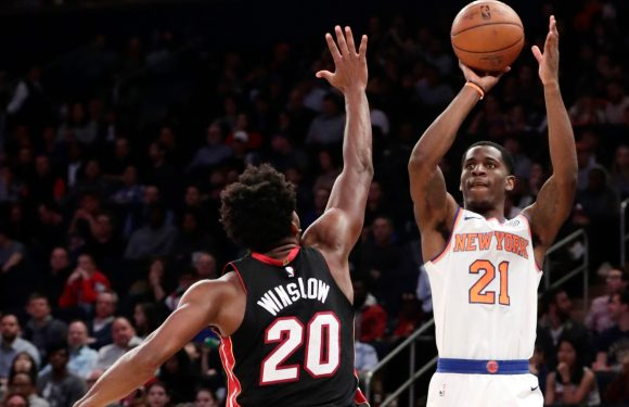Knicks' other rookie pours in 30 in blowout win over Heat