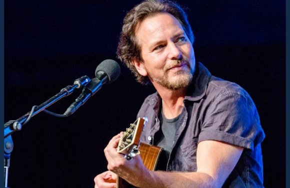 Eddie Vedder Performs With Tangiers Blues Band
