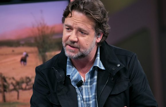 Russell Crowe doubles as auction curator