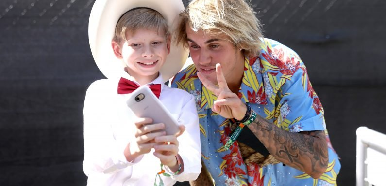 Justin Bieber busts a move in his $600 Coachella look
