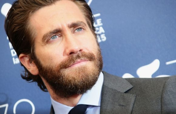 Jake Gyllenhaal denies that he'll take over Batman role in the DCEU