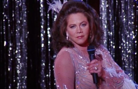 Kathleen Turner explains how she ended up playing Chandler's dad on Friends