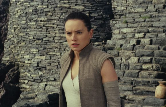 Star Wars: The Last Jedi continuity error shows Rey should have died