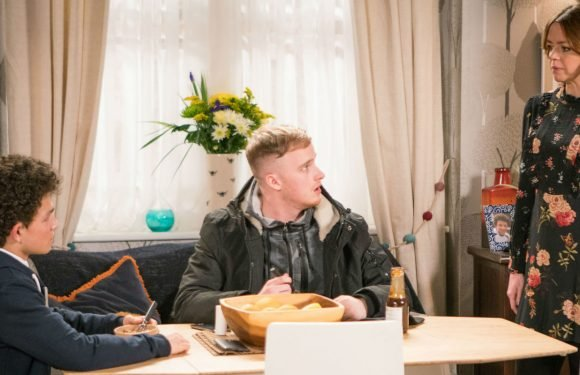 Coronation Street baby plot twist sees Toyah Battersby turn the tables on Simon Barlow