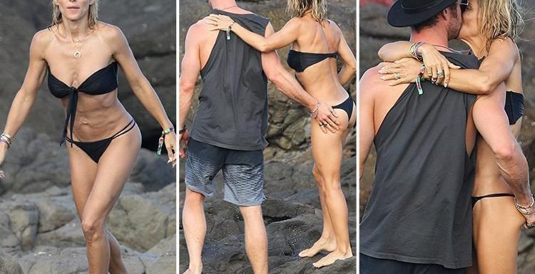 Chris Hemsworth Can T Keep His Hands Off Bikini Clad Wife