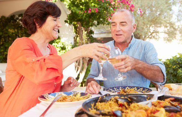 You CAN kiss on the first date and 'ghosting' is not polite… Debrett's offers advice to over 50s who are baffled by online dating