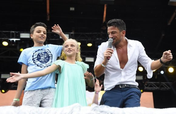 Peter Andre slams schools for giving his kids too much homework