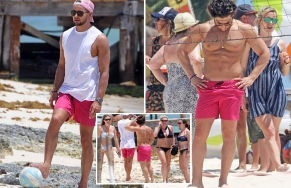 Kem Cetinay shows off his rippling abs as he plays volleyball with Chris Hughes and a group of girls in Cancun