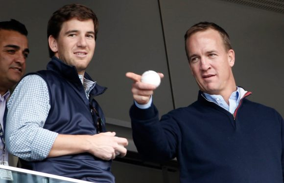 Eli Manning hesitation helped keep Peyton out of the booth