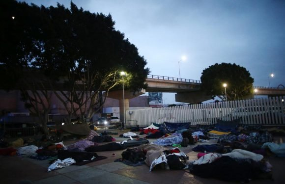 Central American migrants from Mexico 'caravan' camp out on U.S….