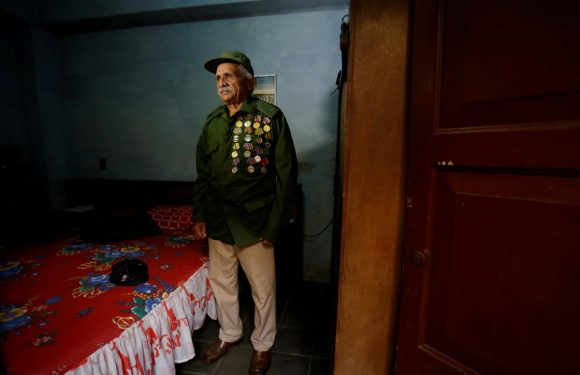 Cuba's elderly former rebels to fight on after generational shift