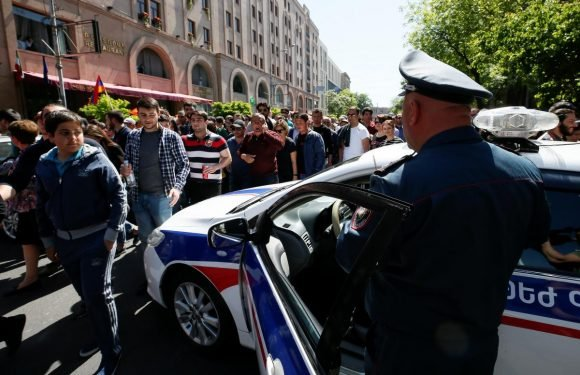 Armenians protests as acting leader suggests new elections