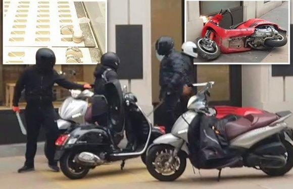 Machete moped gang attack Oxford Street jewellers before fleeing with luxury watches