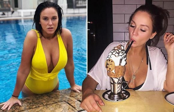 Vicky Pattison shows exactly what brings the boys to the yard on Dubai hol