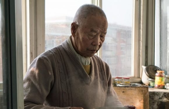 Han Zicheng, 85, didn't want to die alone so he put himself up for adoption