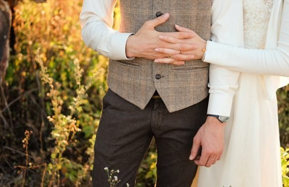 'Less educated' men are more likely to change last name after marriage