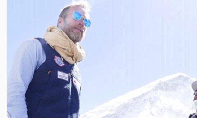 TV star Ben Fogle conquers Mount Everest