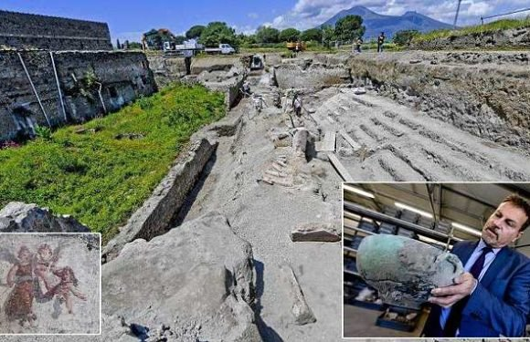 Archaeologists find street of balconies in Italy's Pompeii