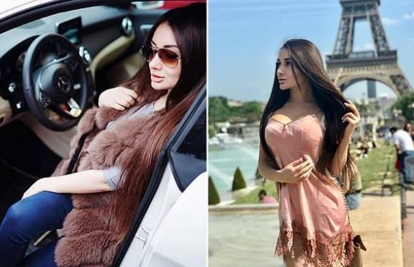 Russian model caught scratching and kicking traffic police in Moscow