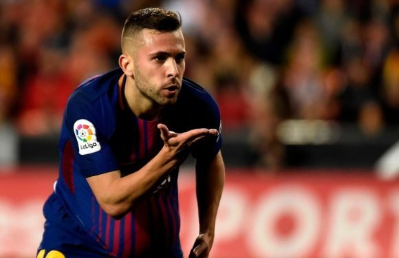 Man United and Chelsea set to battle for Barcelona star amid contract dispute