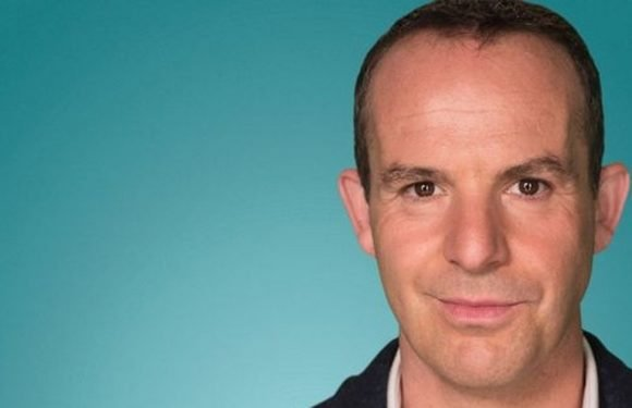 Sneaky tip to avoid Ryanair charges revealed by money saving expert Martin Lewis