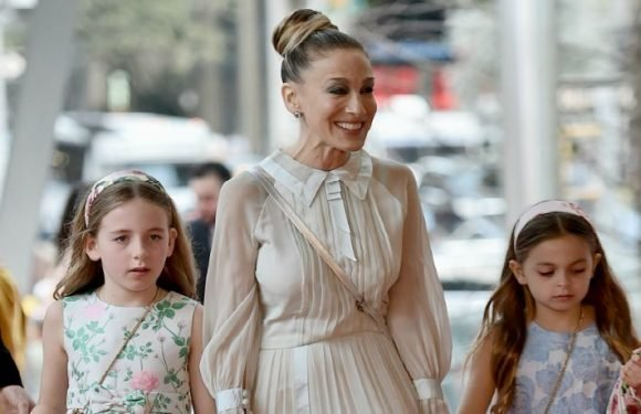 Sarah Jessica Parker Steps Out In Rare Appearance With 8-Year-Old Daughters