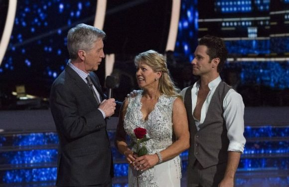 'Dancing With The Stars: Athletes': Tonya Harding Dodges A Bullet In First Double Elimination