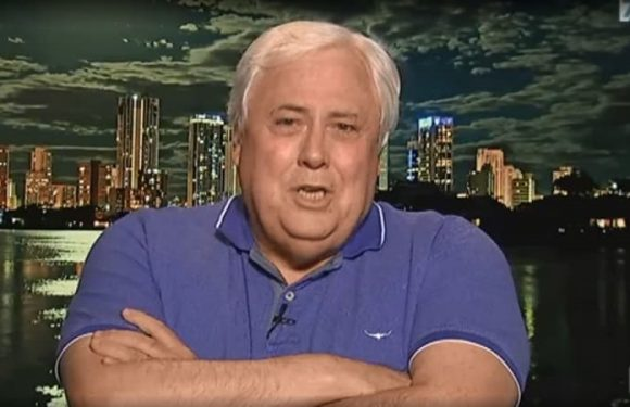 After just two questions, Clive Palmer tells Leigh Sales 'keep quiet'