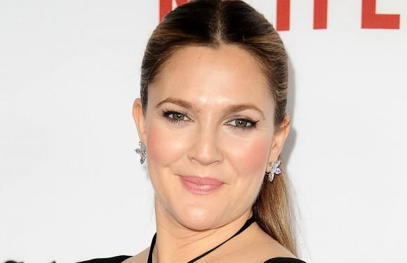 Drew Barrymore Shares How She Uses Lip Liner on Her Eyes : Details