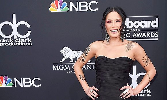 Halsey's A Goth Goddess In An All-Black Ensemble At The Billboard Music Awards