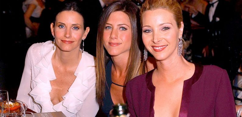 The Stars Of Friends Still Keep Up A Group Chat