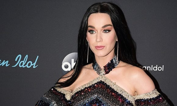 Katy Perry Channeled Cher On 'American Idol' & The Pics Are Everything