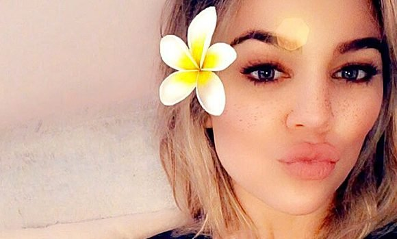 Khloe Kardashian Reveals Adorable Photo Of Baby True At Just 2 Weeks Old: 'Time Is Flying'